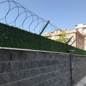 panel çit üzeri jiletli tel