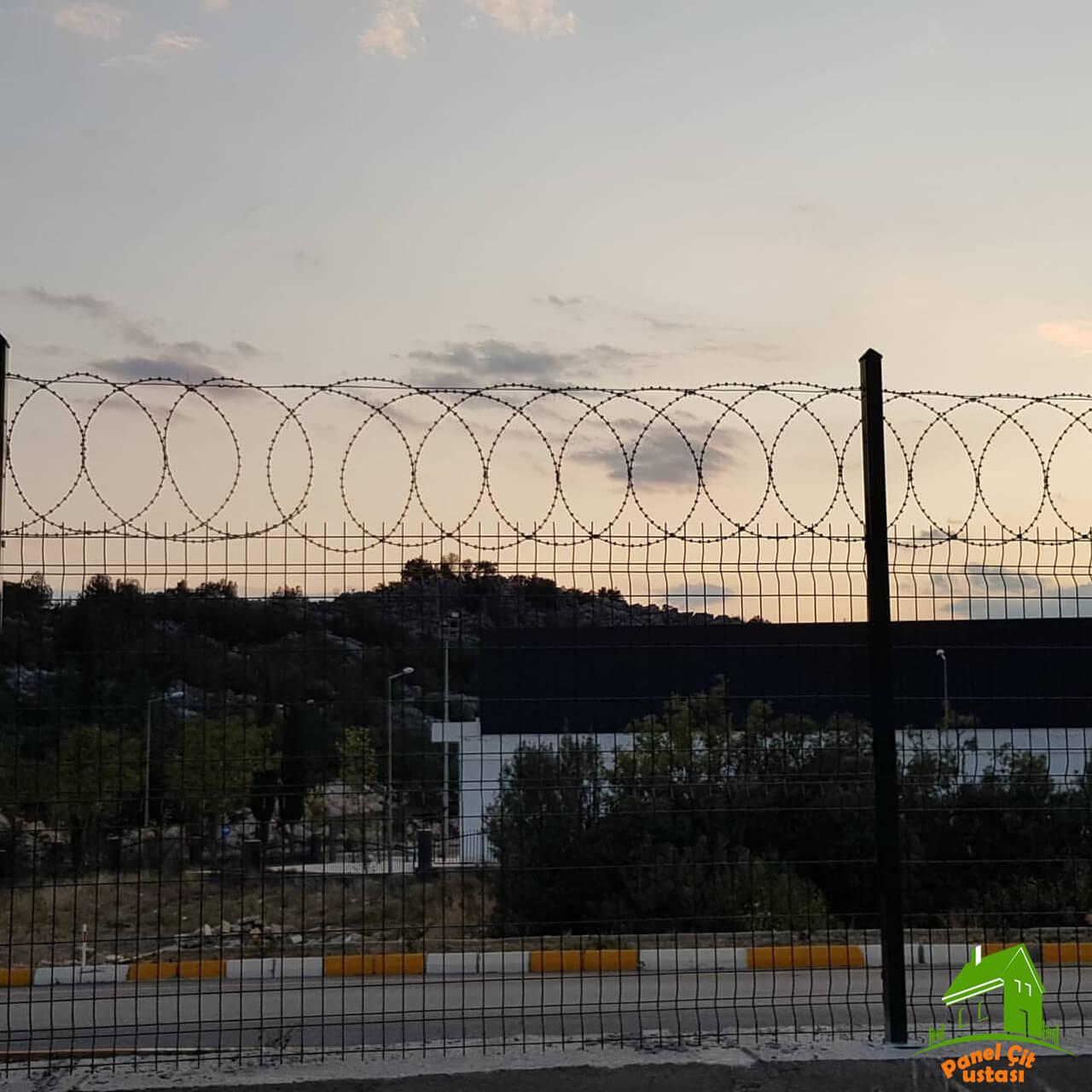 panel çit jiletli tel